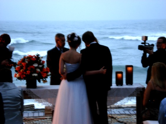 Nice view of a wedding by the beach